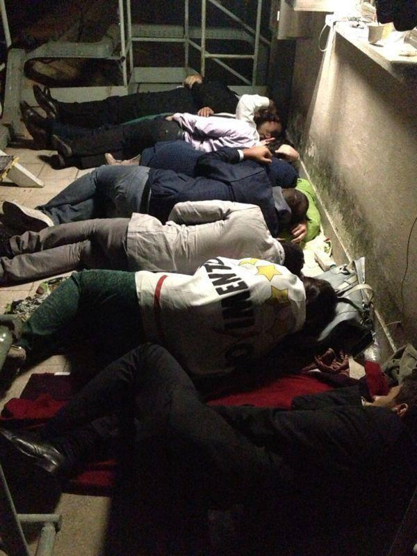 deputati sul tetto dormono